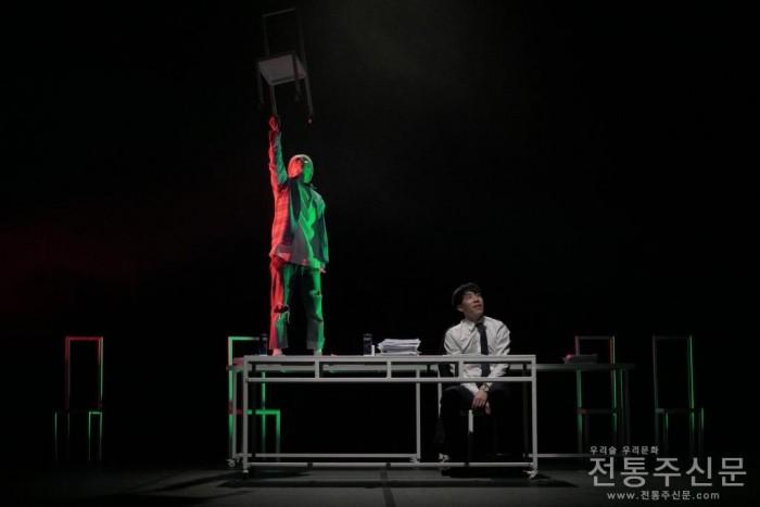 극단청년단, 이미지 연극 '2424' 공연.jpg